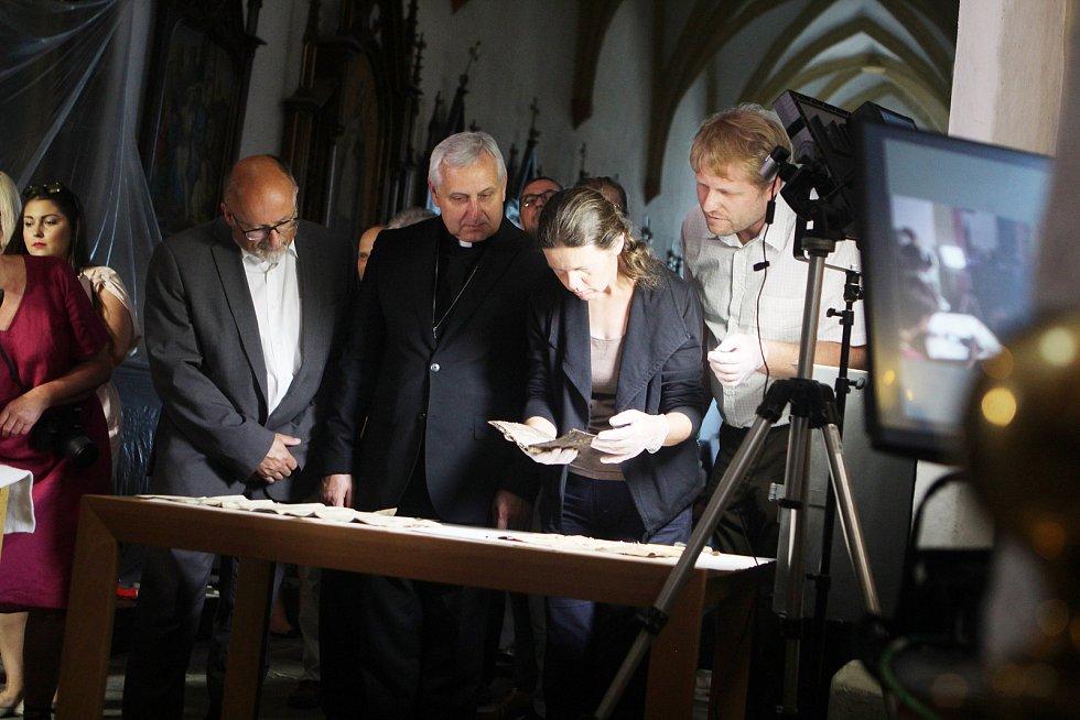 V kostele otevřeli hrob Jindřicha Libraria.