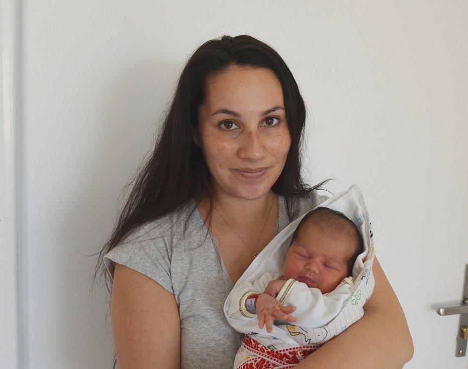 Scarlet Outratová z Libějovic. Dcera Sandry a Romana Outratových se narodila 9. 4. 2021 ve 12.09 hodin. Při narození vážila 3400 g a měřila 49 cm. Doma ji přivítala sestřička Laura (4).