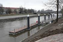 Nové přístavní molo u Dlouhého mostu v Českých Budějovicích má začít sloužit v létě 2010.