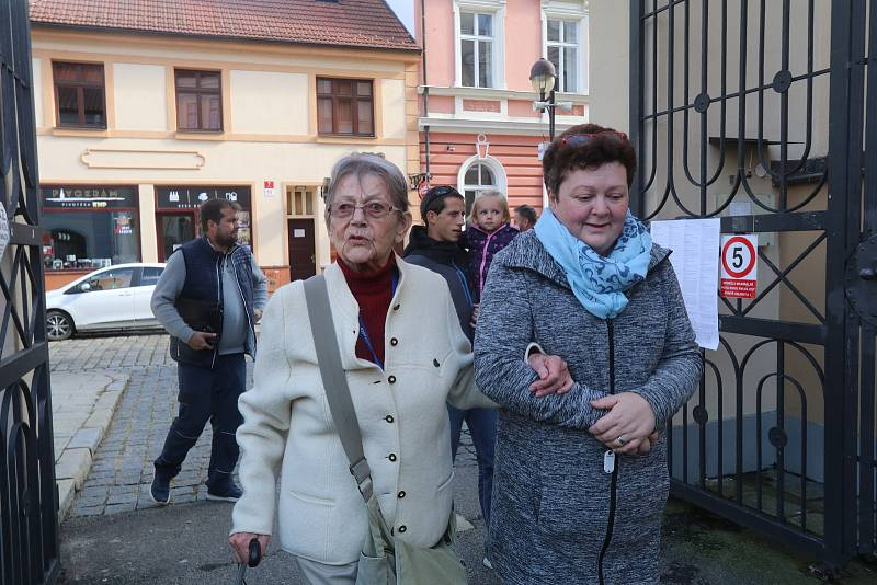 Volby v Českých Budějovicích - volební místnost číslo 1 a 2 v gymnáziu Česká.