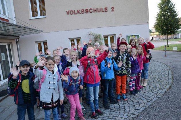 Ve Freistadtu chodí do školy pěšky.