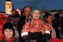 Už tuto sobotu se na českobudějovickém náměstí Přemysla Otakara II. v rámci Budějovického adventu rozzáří vánoční strom.