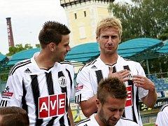 Záložník Dynama Vladimír Dobal věří, že body v derby zůstanou doma, věří se ale oba rivalové.