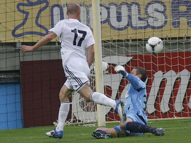 Ivo Táborský stříli s Teplicemi první gól zápasu.