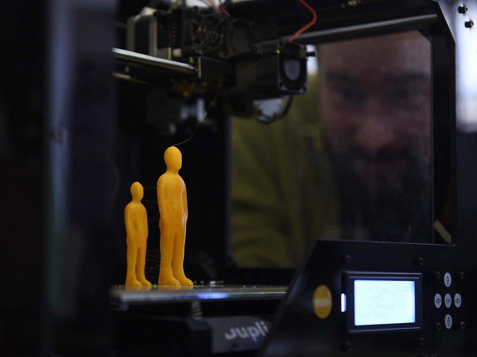 Festival Anifilm, který v Třeboni promítl 405 animovaných snímků z celého světa, ocenil nový film Charlieho Kaufmana s názvem Anomalisa. Na snímku dílna animace pro veřejnost s 3D tiskárnou.