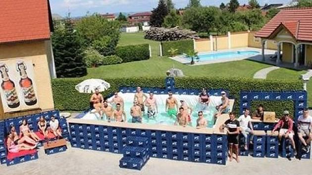 Zaplavat si v bednách od piva...