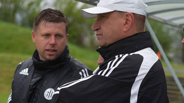 Trenéři devatenáctky Dynama David Horejš a Petr Skála.