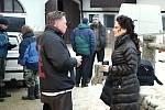 Snímek z natáčení televizního filmu Sněžná noc. Jitka Čvančarová s Michalem Dlouhým chvíli před natáčením milostné scény ve stáji v Cunkově.