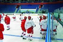 Hokejový HC Mountfield České Budějovice na ruském ledě.