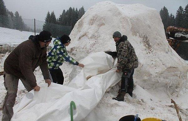 Chtějí postavit vesničku iglú.
