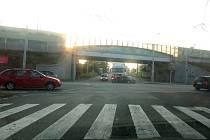 Havárie, které se účastnily tři vozy, zdržela provoz v pondělí 10. srpna 2020 ráno v Pekárenské ulici na křižovatce s Nádražní.