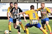 Fotbalisté Dynama v minulém zápase doma Opavě podlehli 0:1 (na snímku v útočné akci Matěj Mrsič), uspějí doma teď v neděli?