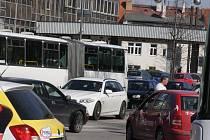 Křižovatka ulic Mánesova a Lidická.