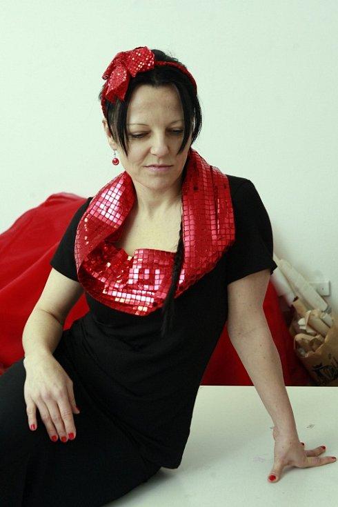 Oděvní výtvarnice Nicole Matéffy z Českých Budějovic (na snímku), ušila svou první valentýnskou kolekci.