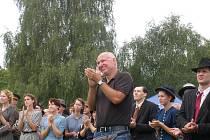 Režisér Petr Nikolaev chválí všechny, kteří se na filmu Lidice podíleli.