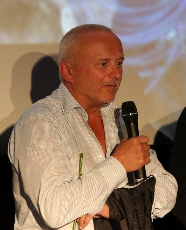 Thriller o Radovanu Krejčířovi nazvaný Gangster Ka uvedli v předpremiéře v českobudějovickém multikině jeho tvůrci. Na snímku bývalý kriminalista Karel Tichý.
