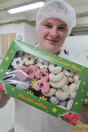 Vánoční cukroví se vpekařství a cukrářství UKláštera vČeských Budějovicích vyrábí stejně jako doma. Nezapomíná se ani na kvalitní suroviny.