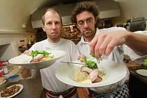 Kuchař Laurent de Berrigaud z Lorientu vařil v českobudějovické Cafe Columbia v  České ulici. Přijel jako host na Dny francouzské kuchyně.