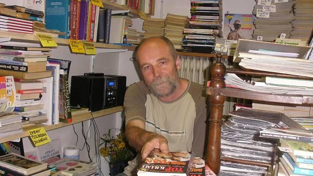 Jan Augustin Hofman si otevřel antikvariát na nádraží.