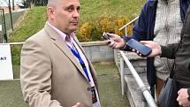 Trenér Milosolav Brožek po výhře s Třincem mezi novináři.