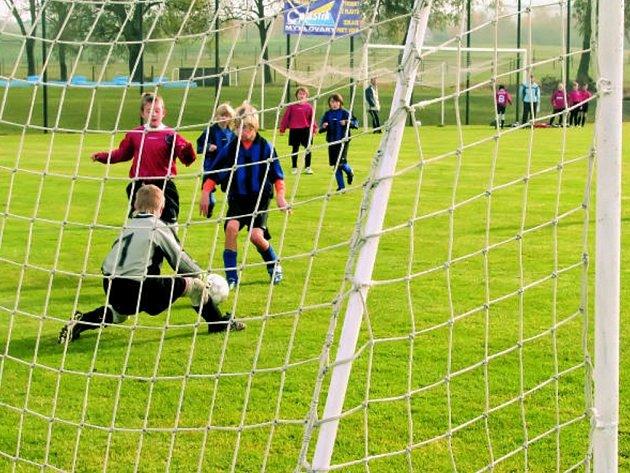 V okrese končila podzimní část mládežnických fotbalových soutěží. V OP přípravek se radovali z vítězství fotbalisté SK Dynamo ČB 98 na hřišti v Olešníku.