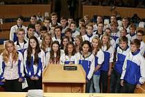 Radní Jihočeského kraje odměnili 20. září dobré výsledky reprezentantů Jihočeského kraje na hrách VI. letní olymiády dětí a mládeže ČR, která se konala ve Zlíně.