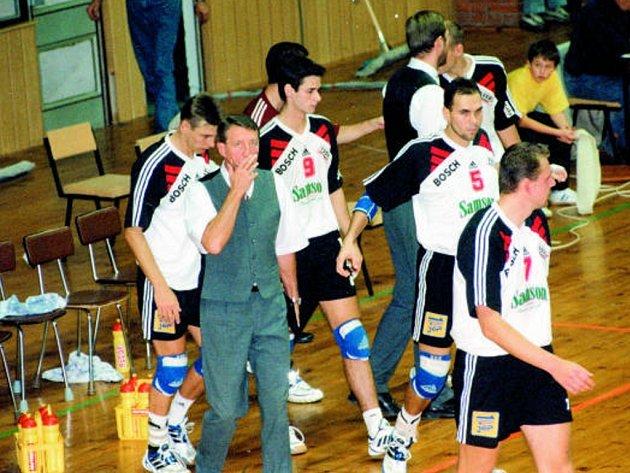 Jako trenér Jihostroje ČB přivedl Milan Žák českobudějovický volejbal  na výsluní české extraligy. Na archivním snímku s Dvořákem, Hochem (v zákrytu), Hudečkem,  asistentem Šimonkem (zády), Rubáčkem (v zákrytu), Jeslínkem a Šotolou.