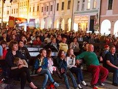 V Třeboni začal 5. května Anifilm, mezinárodní festival animovaných filmů. Na snímku večerní promítání na náměstí TGM.