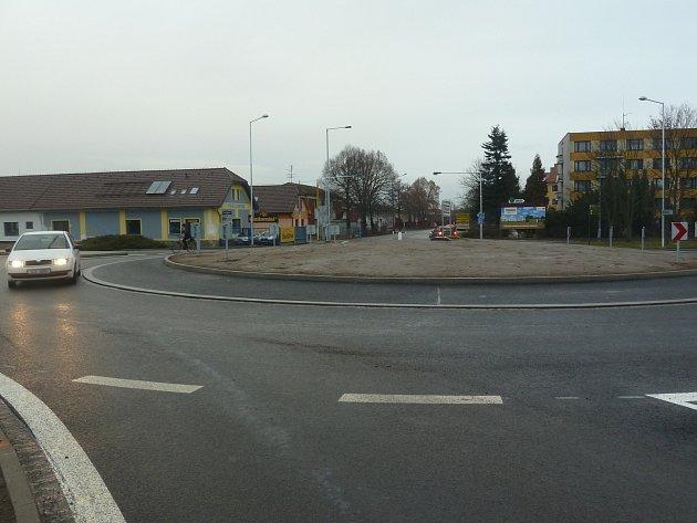 Příjezd do Terna nyní usnadňuje zákazníkům nový kruhový objezd na Pražské ulici.