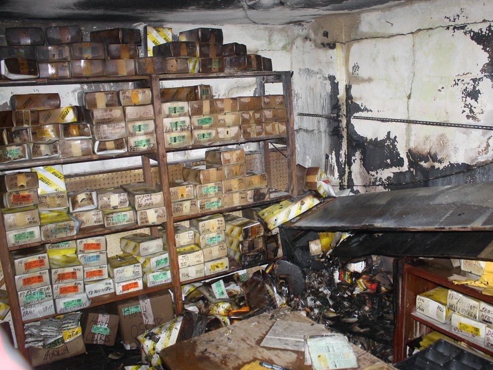Při požáru skladu zeleninových a travních semen v Českých Budějovicích vznikla škoda 120 tisíc korun.