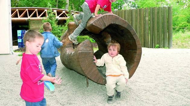 Dětský koutek v rozšířené části zoo.