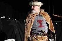 Husitský hejtman je hlavní postavou komedie, jejíž premiéru uvedlo táborské ochotnické Divadlo Kapota. Jeho členové předvedli v inscenaci Ať žijí husité perfektní výkony.