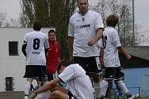 Milan Svobodný (na snímku s Píškem) a jeho Kamenný Újezd vyhráli I. B třídu v loňské sezoně. Návrat do I. A po roce týmu moc nevyšel: výhry se dočkal až na desátý pokus.