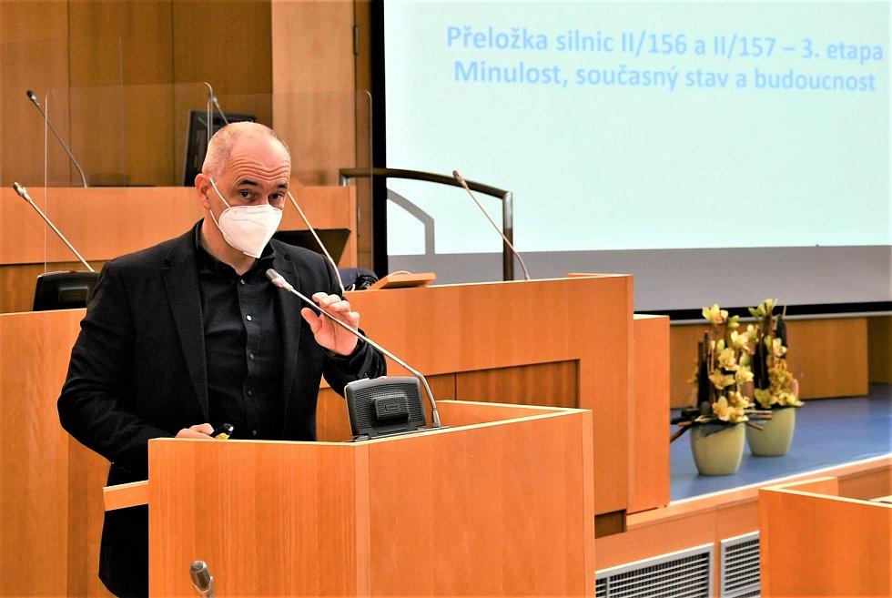 Martin Kuba promluvil na tiskové konferenci k plánovanému podjezdu pod budějovickým hlavním nádražím.