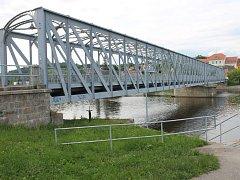 Ať se bude Železný most v Týně stěhovat nebo zdvihat, v rámci všech variant úprav se počítá i se sanací přes 100 let staré konstrukce mostu.