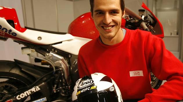 Motocyklový závodník Matěj Smrž by se chtěl prosadit v příští sezoně do elitní desítky Poháru FIM  litrových Superstocků. V budoucnu by rád zkusil superbiky.