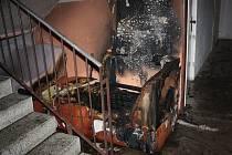 Hasiči zasahovali u požáru sedačky v Lipí.