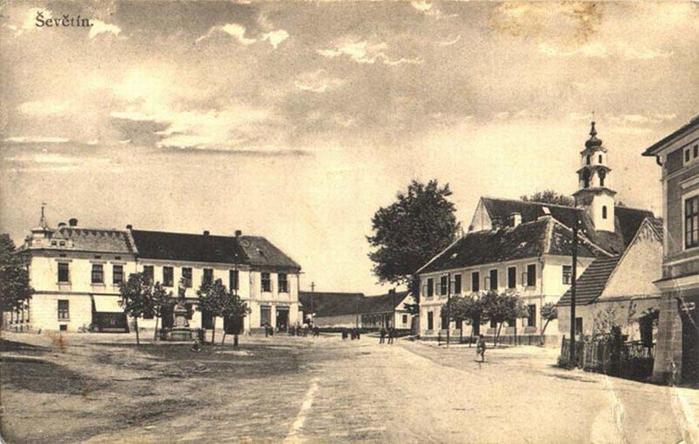 Městys Ševětín. Náměstí. Historický pohled.