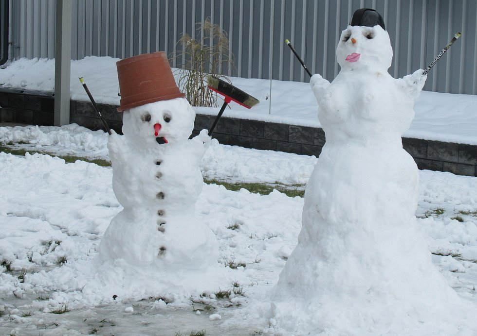 V Kamenném Újezdu díky soutěži přibylo několik desítek sněhových obyvatel.