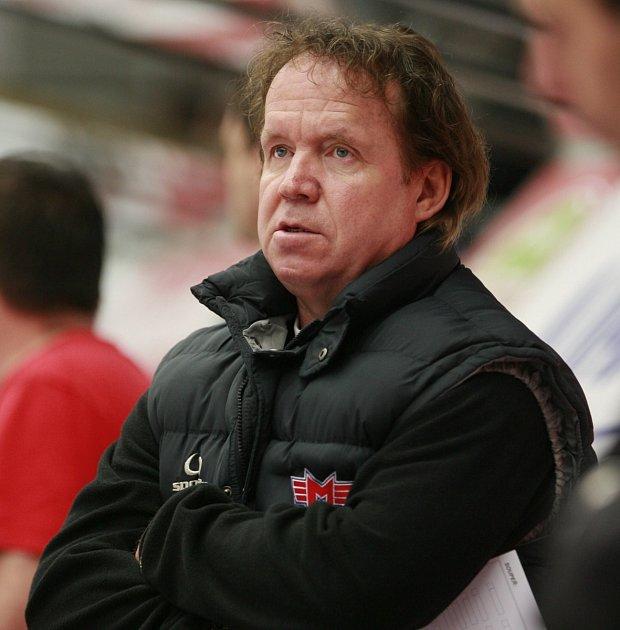KOUČ. Trenér ČEZ Motoru České Budějovice Petr Rosol vedl včera svůj tým v prvoligovém duelu proti Benátkám.