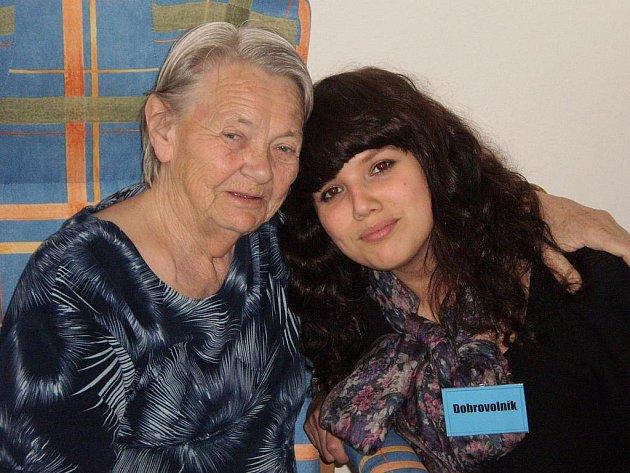 Eva Adamová navštěvuje seniory a ti se na ni už těší