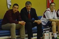 LAVIČKA. Zleva asistent trenéra Jiří Jeřábek, hlavní kouč Ivan Beneš a Jolana Krejčová.