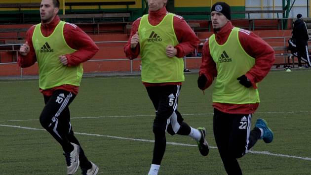 Michal Klesa (vlevo) už se v Dynamu naplno zapojil do přípravy. Na snímku ze soustředění v Prachaticích je spolu s Novákem a Vaňkem.