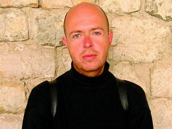 Martin C. Putna je literární historik, specializující se na vztah kultury a náboženství.