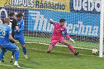 Tomáš Sivok v zápase Dynama se Slováckem zvyšuje na konečných 2:0.