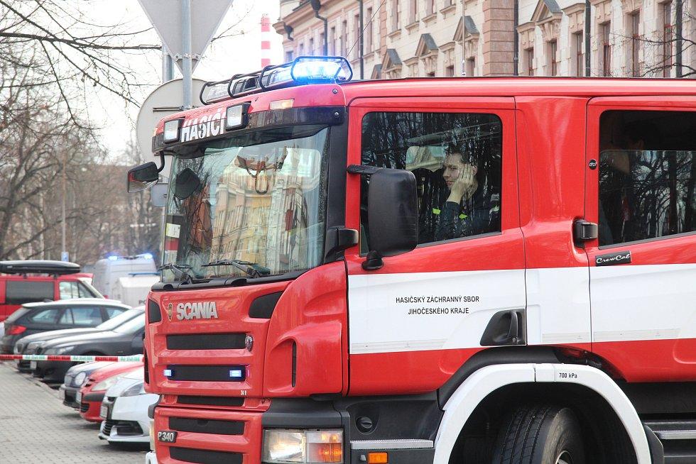 Policie a hasiči u Krajského soudu v Českých Budějovicích