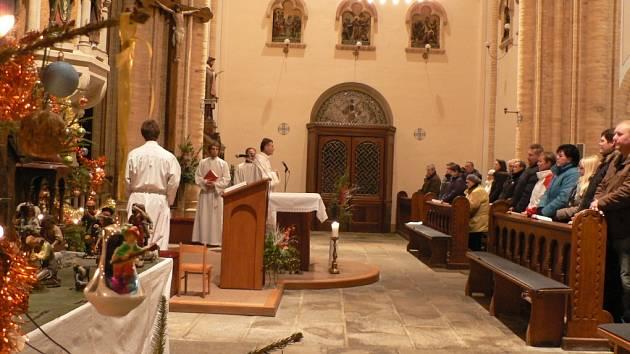 Půlnoční mše v kostele sv. Petra a Pavla na Hosíně.