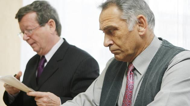 Bývalý ředitel ZŠ Volary Jaroslav Šiman podle soudu odpovídá za ublížení na zdraví žáka školy.