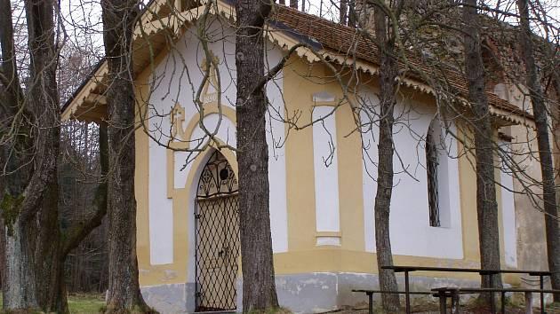 V CHKO Blanský les stával nad vesničkou Habří poutní kostel sv. Víta. Obyvatelé na jeho místě kapli postavili kapli a věnovali ji vyšebrodským cisterciákům. Po válce byla konfiskována, nyní kapli stát bezplatně převedl obci.