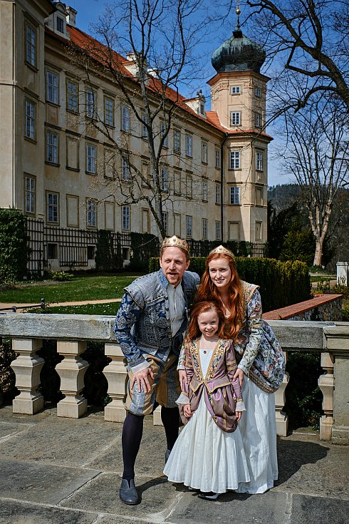Kamila Janovičová v pokračování pohádky Tajemství staré bambitky 2 jako královna.